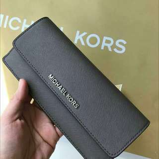 READY STOCK Michael Kors Jet Set Travel Flat Leather Wallet  In Black