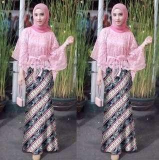 Kebaya pink + batik rok duyung
