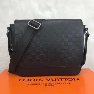 Louis Vuitton District PM