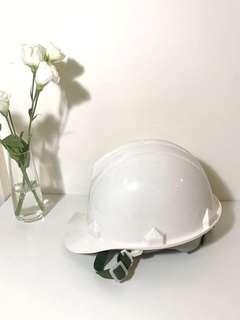 9.9成新✨工地用安全帽 質感全白配綠色 可調節鬆緊