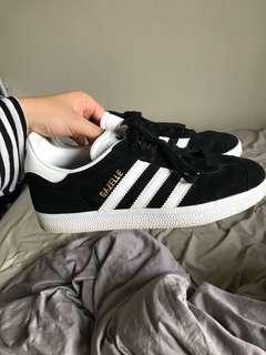 Adidas Gazelle Black size 6