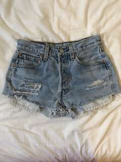 LEVIS DISTRESSED SHORTS