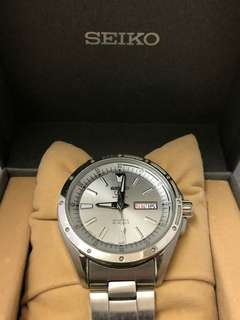 SEIKO 44MM SPORTS 5, 24-JEWEL AUTOMATIC WATCH WITH DAY AND DATE WINDOW
