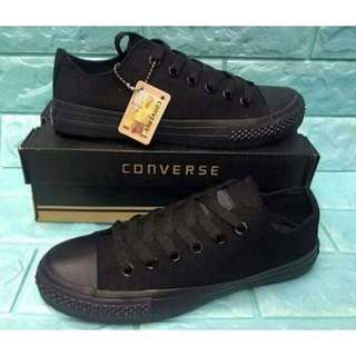 Converse All Black Chuck Taylor Lowcut