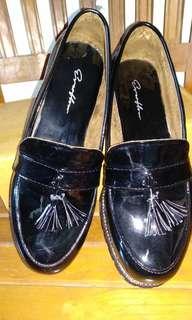 Sepatu docmart cewek warna hitam