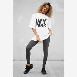 [NEW] Ivy park logo tee black and white