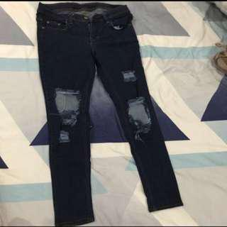 h&m clan jeans ukran 30 agak melar masih seperti. baru palai 2 kali aja dijual gak muat lagi ukran l