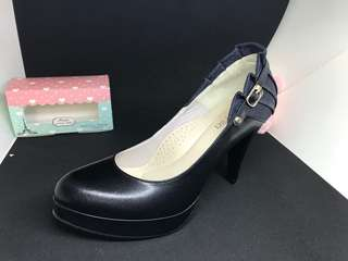 🚚 可接受小刀 9.5成新 Kila kila 24號高跟黑色包鞋 對折轉賣