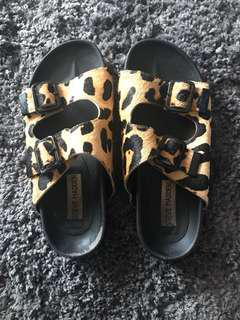Steve Madden faux animal print size 6