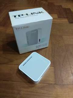Portable wireless router
