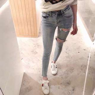 女春2018新款牛仔褲 高腰顯瘦淺色破洞九分緊身褲