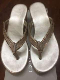 Vincci gold platform shoes