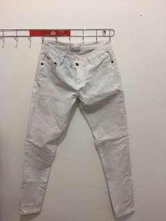 Celana putih Argadine