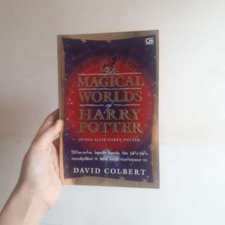 The Magical World of Harry Potter by David Colbert (bahasa)