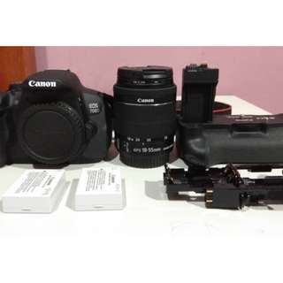 canon EOS 700D kit 18-55mm + passo UV slim 58mm + battery grip + 2 battery + 64GB sandisk memory card