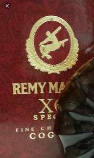 人頭馬大禾花XO700ml 酒盒一個。