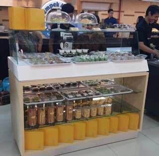 Dapat 2 unit!! Meja display untuk kue