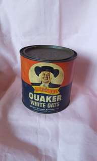 Vintage Quaker white oats tin