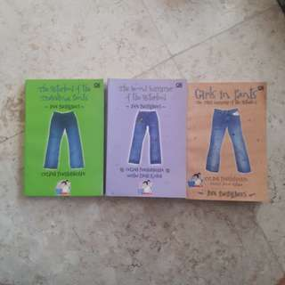The Sisterhood of the Travelling Pants by Ann Brashares (series/bahasa)