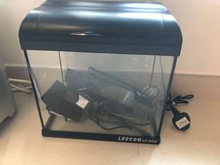 魚缸30cm濶、30cm高連泵