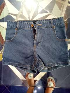 Hot pants Celana pendek