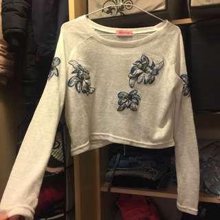 🚚 刺繡花朵針織白上衣薄長袖