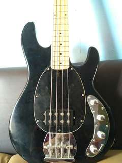 Bass musicman 4 strings custom
