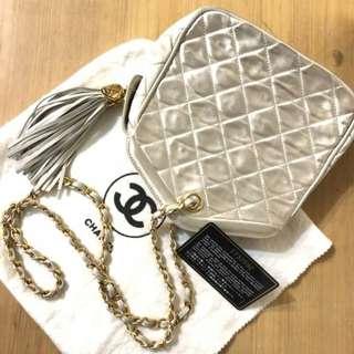 Vintage Chanel米白色綢緞x羊皮流蘇chain bag 24x19cm