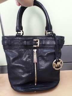 AUTHENTIC MK LEATHER BAG WITH SLING