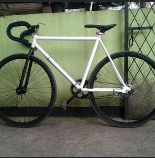 Sepeda fixi putih