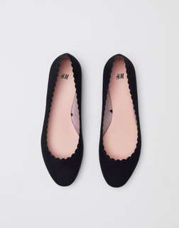 Scallop-edged ballet pumps