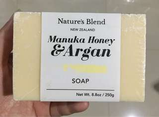 Sabun madu dari New Zealand Manuka Honey & Argan Oil Soap
