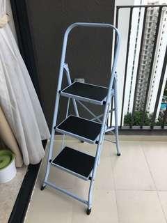 3 tier step Foldable Ladder