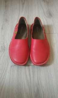 南歐真皮紅色休閒鞋 | 近全新 | 百貨專櫃購入
