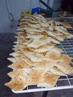 Hand toast bread la