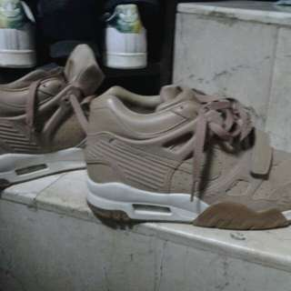 Nike air trainer 3 size 8