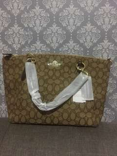 Original US brand Coach medium sling bag