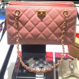 Vintage Chanel櫻花粉魚子醬菱格金扣Tote bag 29x17x8cm
