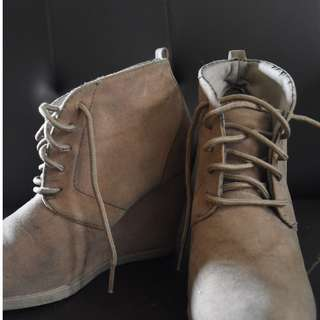 Wedge boots (nude brown)