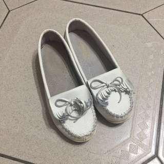 很新 皮質小白鞋 娃娃鞋