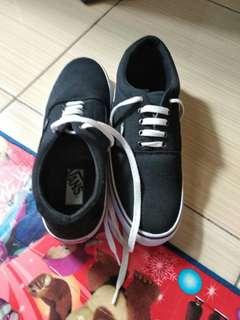 Sepatu Vans Hitam