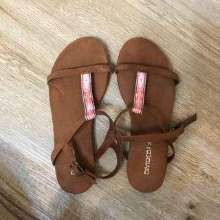 H&M 咖啡色民俗風圖騰涼鞋