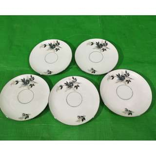 Old blue flower saucers 5 pieces, in mint condition, made in China 旧蓝色小花杯碟5个,中国制造