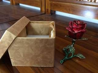 Hiasan bentuk bunga mawar cantik
