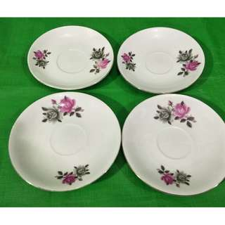Old red and black rose saucers 4 pieces, in mint condition, made in China  旧红与黑色玫瑰花杯碟4个,中国制造