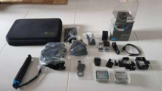 GoPro Hero 4+ Silver Edition + Accessories