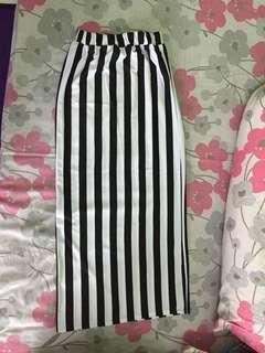 Rok stripe hitam putih