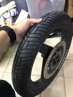 Metzeler Lasertec tyre + black rim