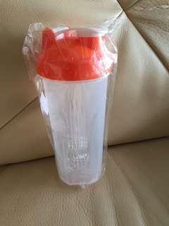 Shaker with blender ball