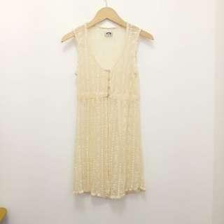 WOEL-LUEN無袖縷空繡花長版外套。